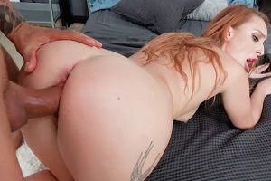 Помог рыжей девушке за секс